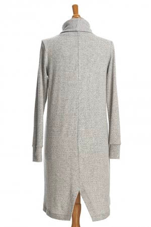 RIEN NE SE PERD Capricorne Dress in Light Grey FW2020/2021 (detail, rear view)