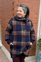 Zephir Coat by Melow par Melissa Bolduc, navy and rust plaid, wool blend, high collar, buttons, curved hem, ribbed undersleeves, side pockets, sizes XS to XL, made in Montreal