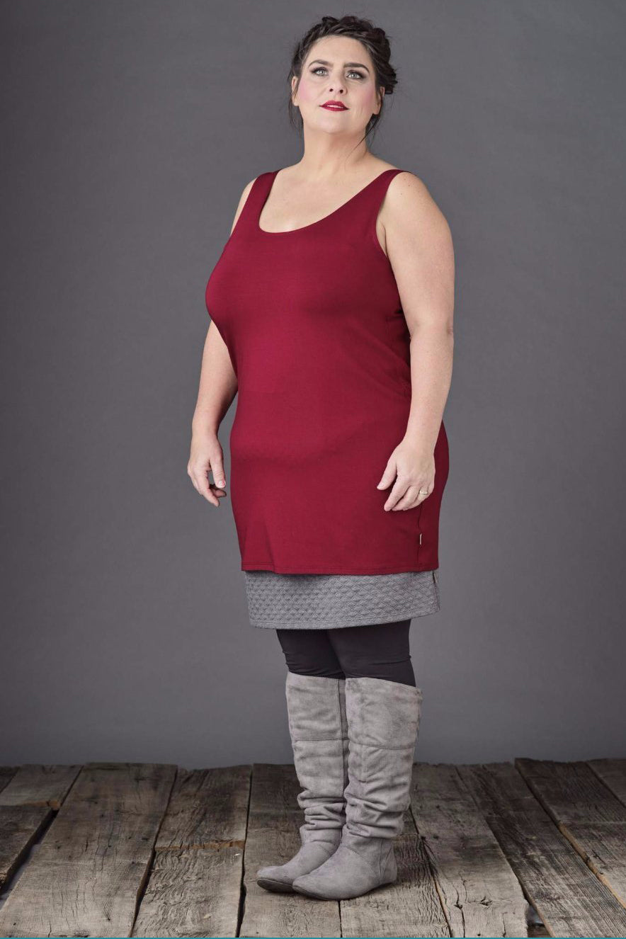 Abela Long Camisole by Moovment, Ruby, tunic length, bamboo jersey, sizes XS to XXL, made in Quebec
