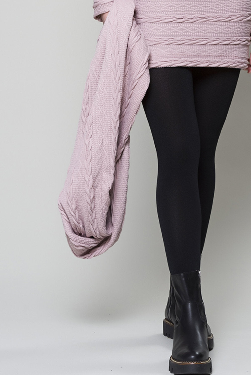 Cable knit RUELLE circle scarf in soft pink