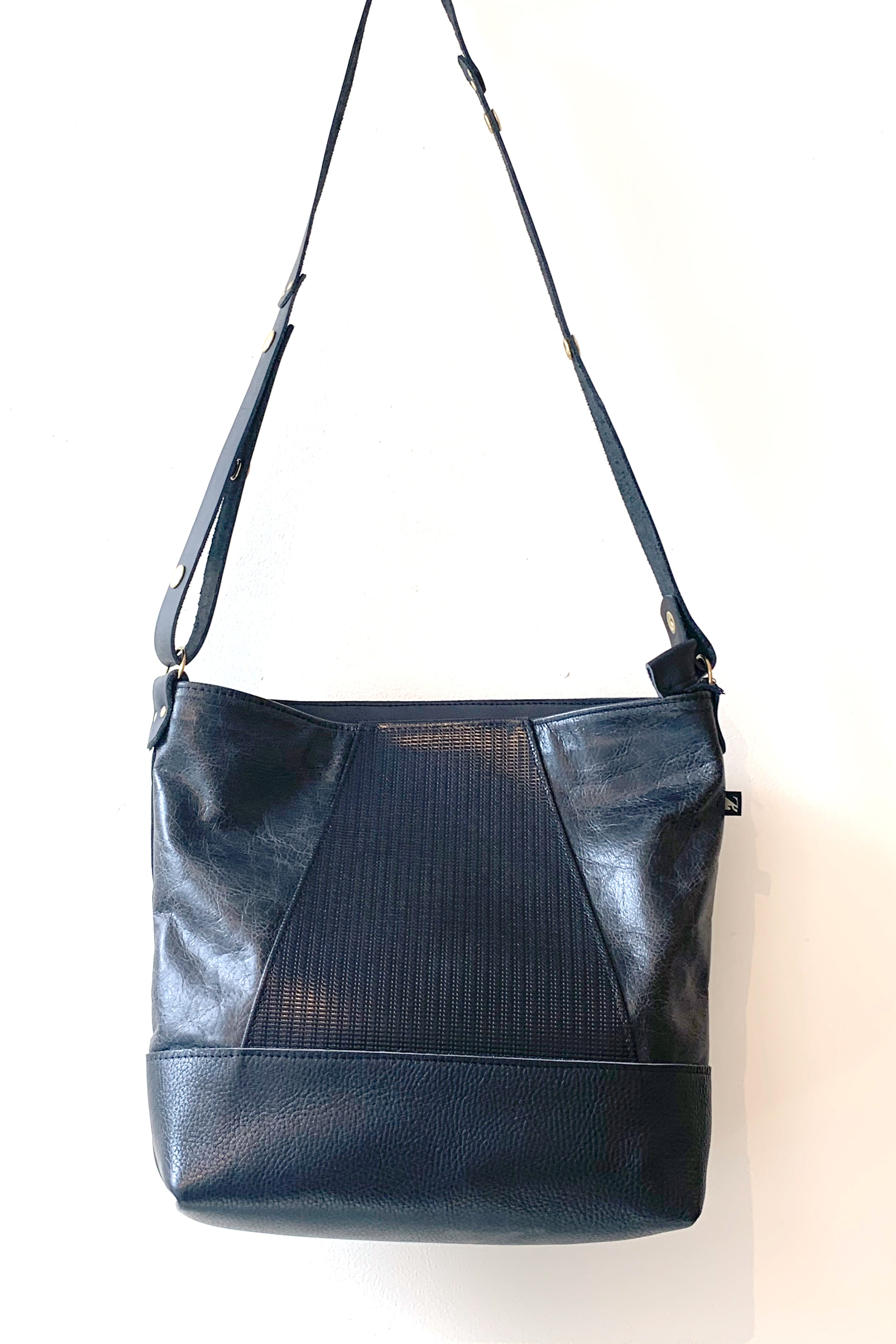 Yupik - Recycled Leather Shoulder Bag