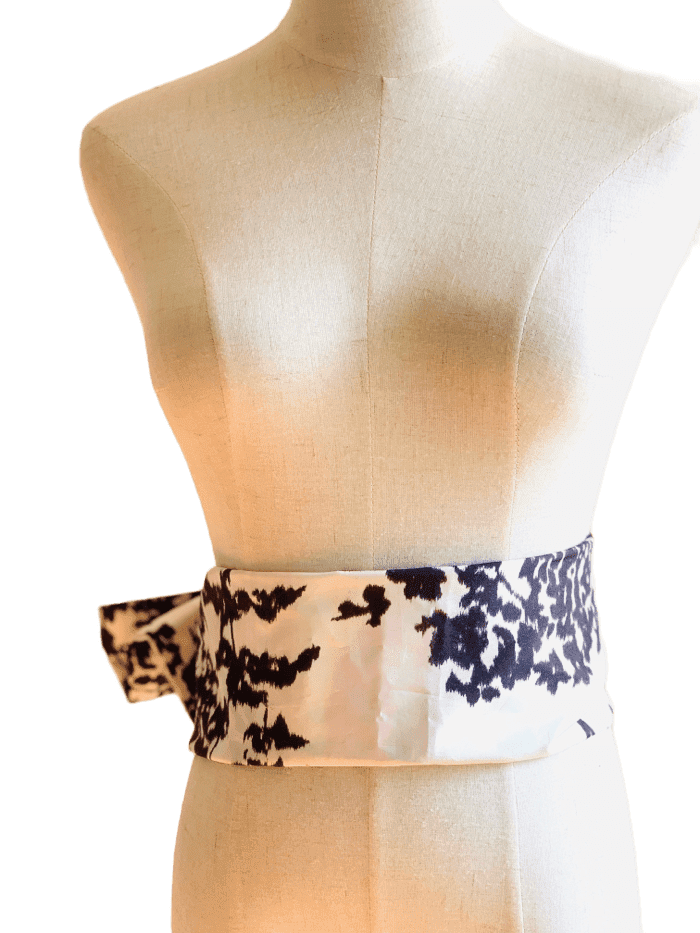 Iridescent leaf print scarf and belt