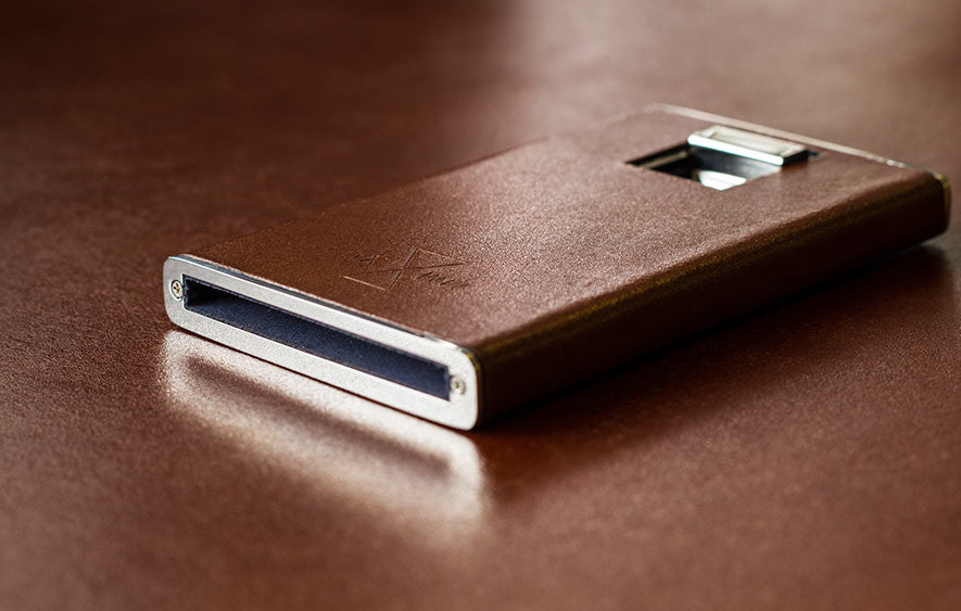 Aviatore wallet laying on brown vegetable tanned leather