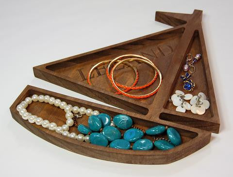 products/leland_sailboat_walnut_jewelry_large_c8f725c8-1538-482e-adcf-f622cfe9bf22.jpg