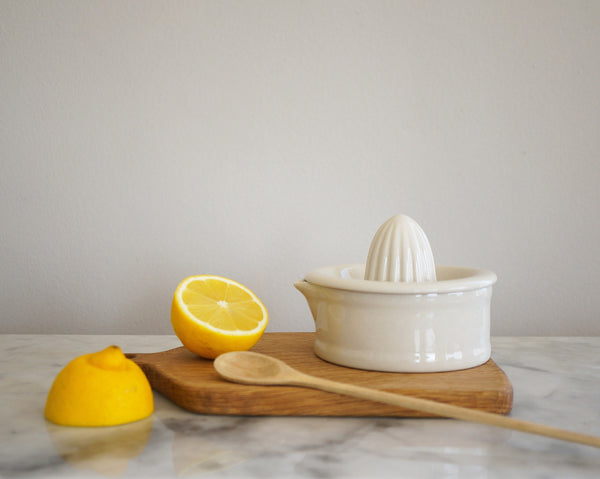 Vintage Citrus Squeezer - Off White