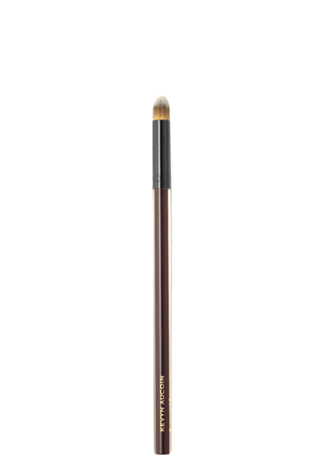 THE BLENDER/CONCEALER BRUSH