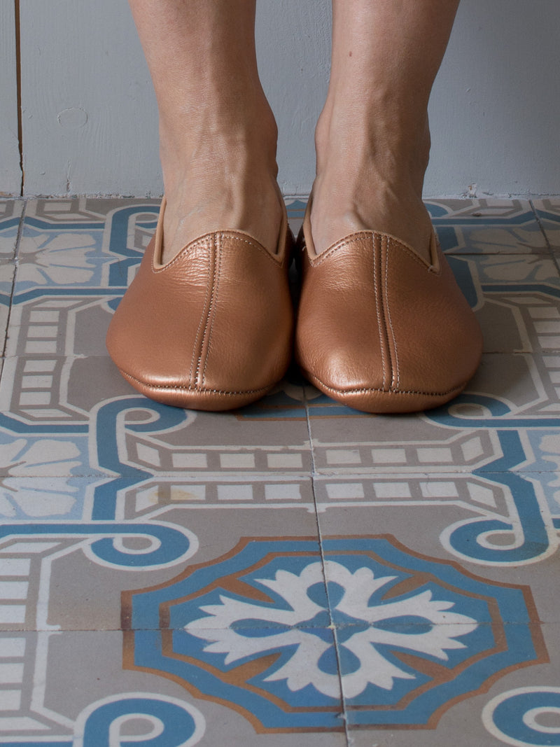 LEATHER SLIPPERS in GLOSSY COPPER
