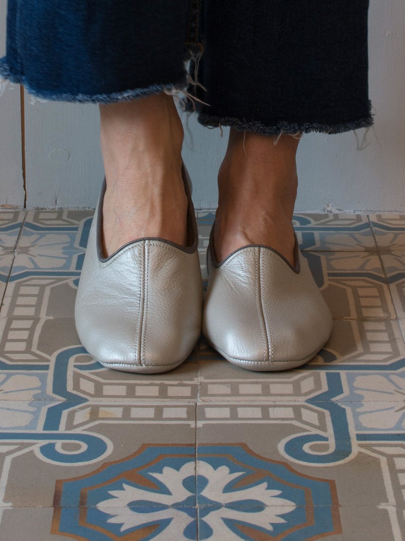 LEATHER SLIPPERS in SILVER