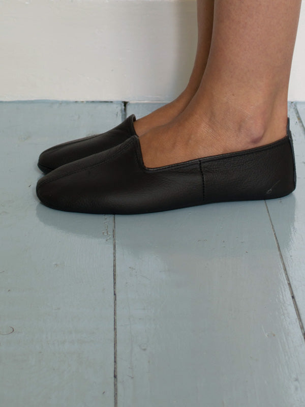 LEATHER SLIPPERS in BLACK