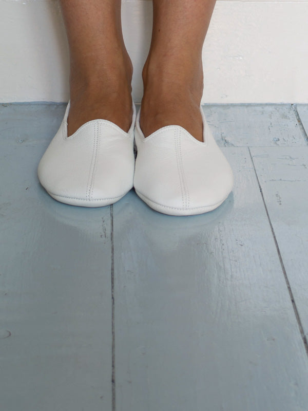 LEATHER SLIPPERS in WHITE