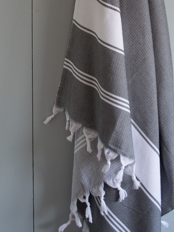 HONEYCOMB TOWEL DARK GREY/WHITE