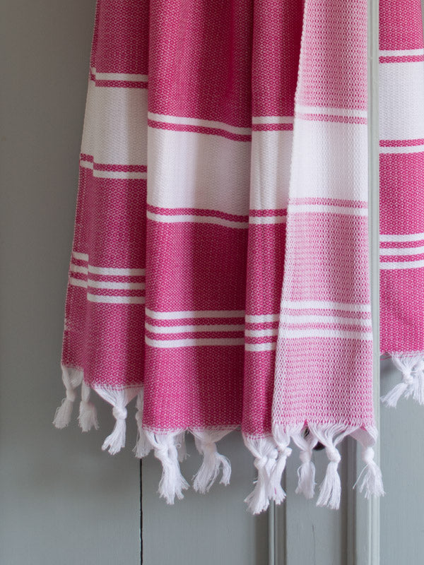 HONEYCOMB TOWEL FUCHSIA/WHITE