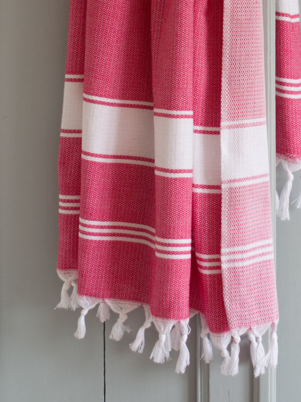 HONEYCOMB TOWEL RUBY RED/WHITE