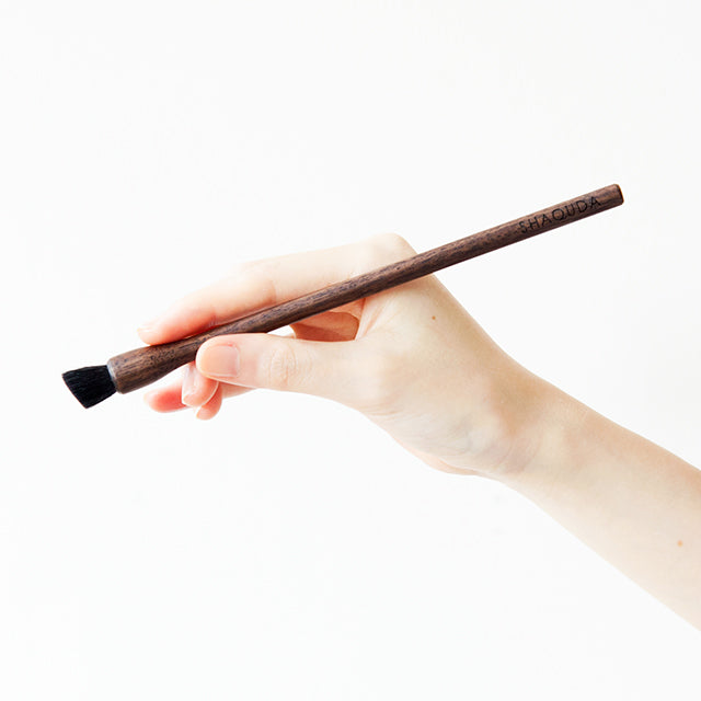 TOUCH UP BRUSH