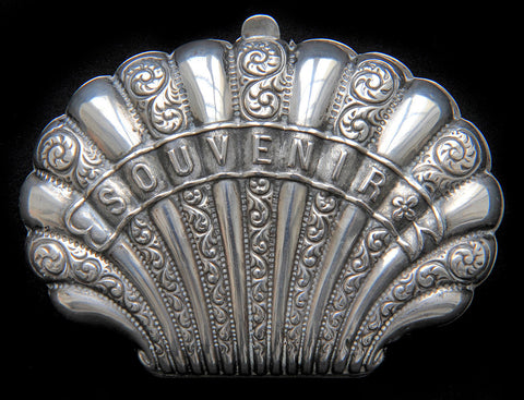 Paris souvenir solid silver antique coin purse in the shape of a shell. In great, usable condition.