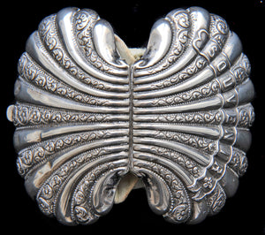 Paris souvenir solid silver antique coin purse in the shape of a shell. In great, usable condition. - Baba Store - 4