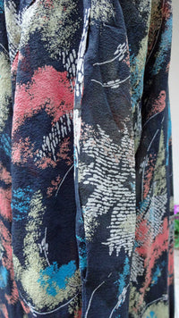 1920s or 30s dress in abstract printed silk. Lovely, wearable condition and a good size. - Baba Store - 5
