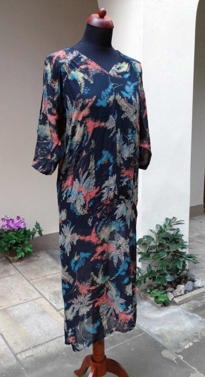 1920s or 30s dress in abstract printed silk. Lovely, wearable condition and a good size. - Baba Store - 1