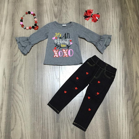 All About The Xoxo Outfit Jeans Top Necklace And Bow