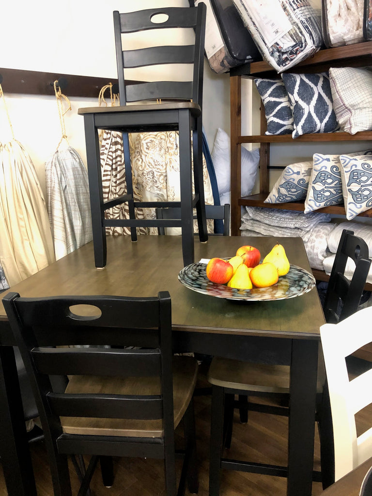 Froshburg Counter Height Table with 4 chairs