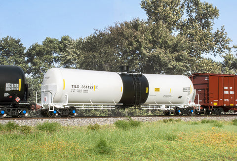 HO TrinityRail 31K Crude Oil Tank Car, TILX White w/ Black Band