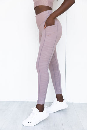 Aurora legging light purple tone with a tiger detail | Featured image for Aurora legging product page