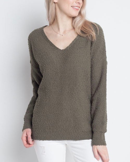 Dreamers - Soft Boulce Yarn V-Neck Pullover in Olive