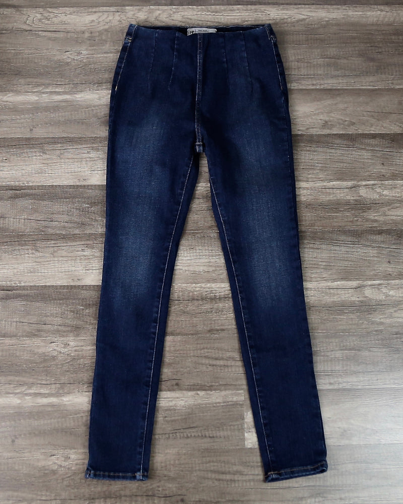 Free People - Ultra High Pull On High Waist Skinny Jeans in Blue