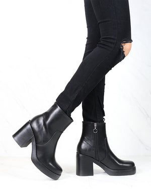 Dirty Laundry - Groovy Smooth Chunky Heel Ankle Boots in Black