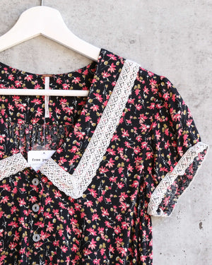 Free People - The Ana Printed Floral Blouse - Black