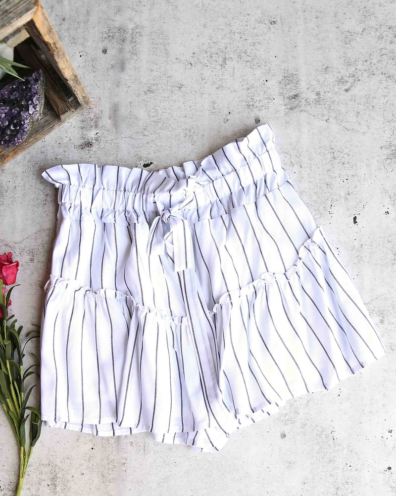 cotton candy la - martine stripe shorts with ruffle hem - white