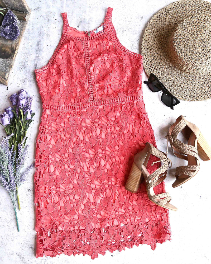 ashlyn - sleeveless lace bodycon dress - coral