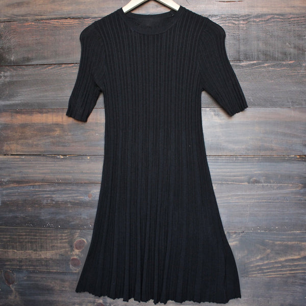 basic minimalist ribbed babydoll crew neck sweater dress - black - shophearts - 2