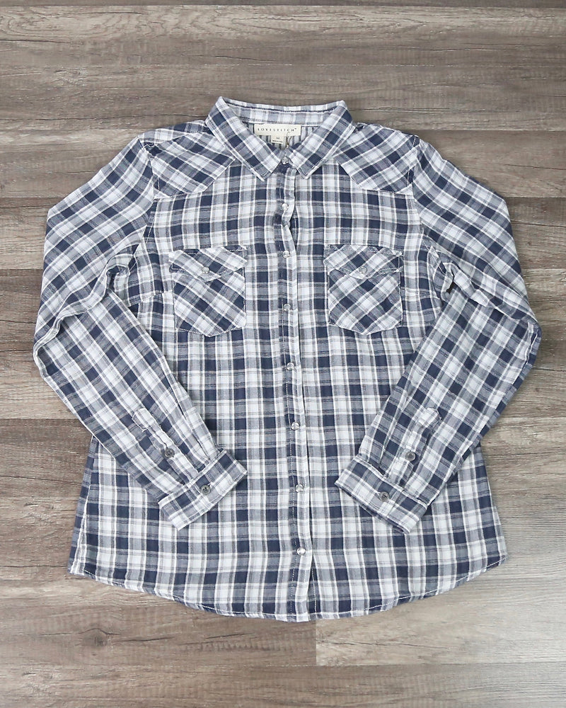 Vintage Affair Soft Button Up Plaid Flannel Long Sleeve Shirt in Navy/White