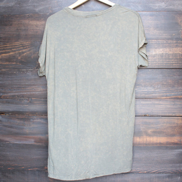 oversize distressed tee - vintage acid wash - shophearts - 2