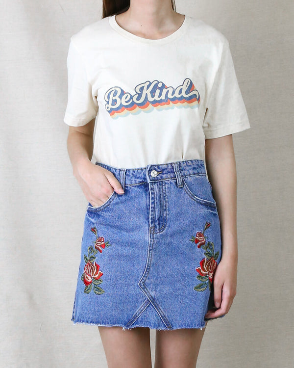 Distracted - Be Kind Vintage Print Graphic Tee in Cream
