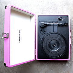 Crosley Cruiser Portable Turntable in pink - shophearts - 3