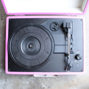 Crosley Cruiser Portable Turntable in pink - shophearts - 2