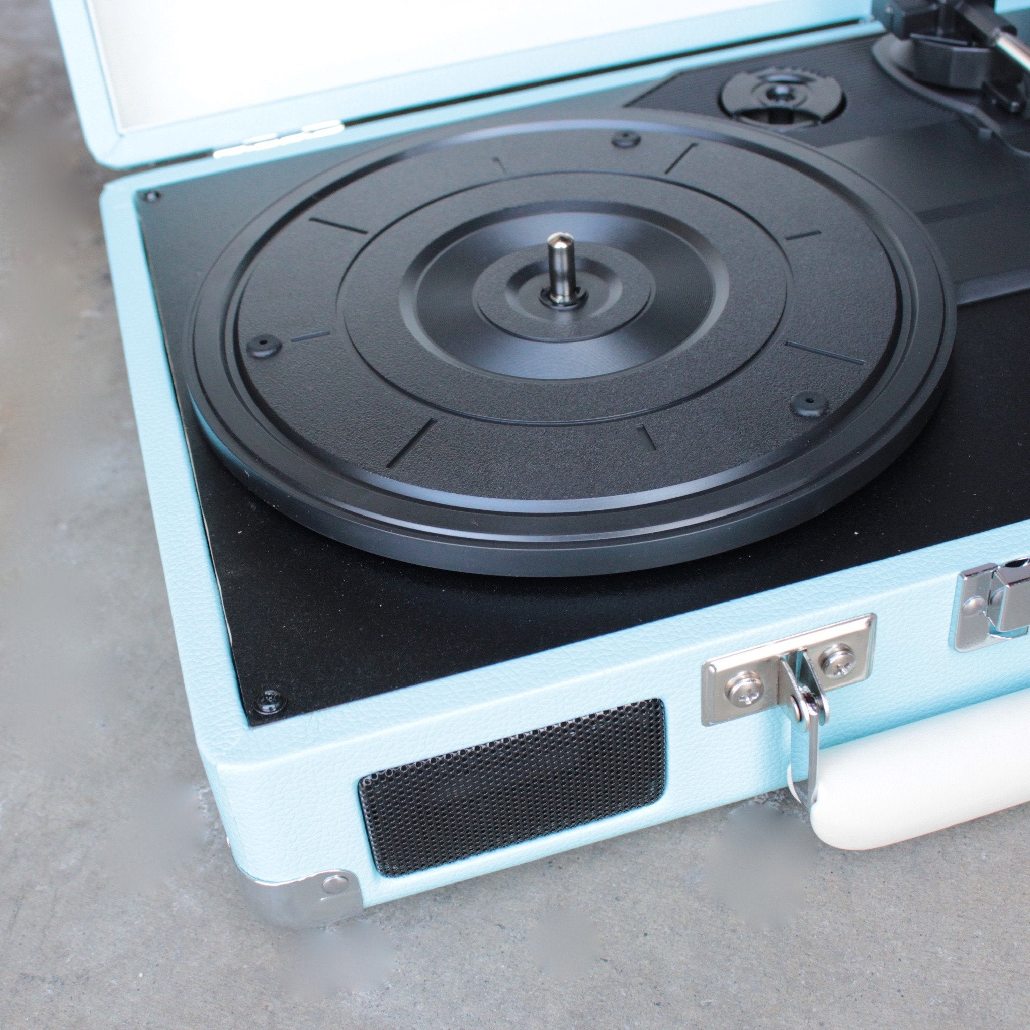 Crosley Cruiser Portable Turntable In Turquoise   Shophearts   3
