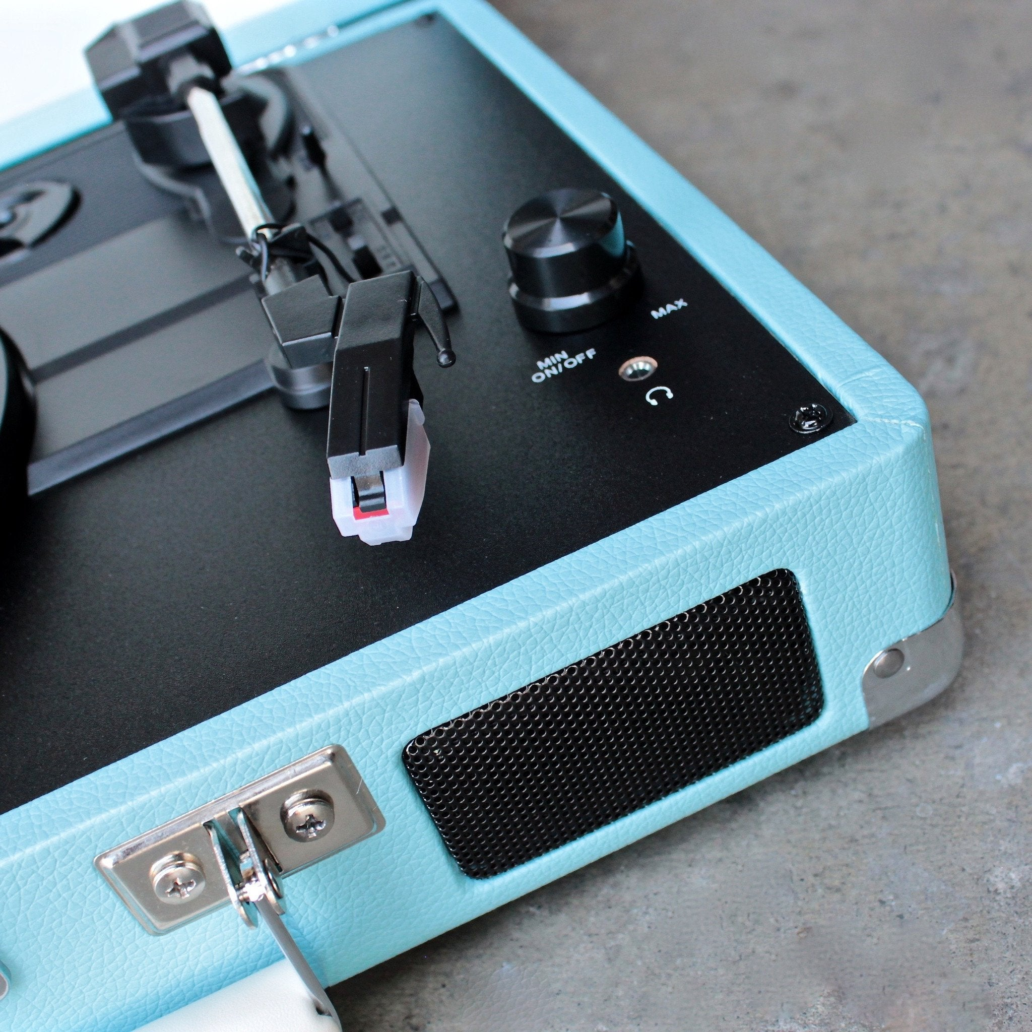 Crosley Cruiser Portable Turntable In Turquoise   Shophearts   4