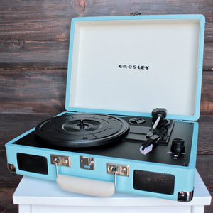 Crosley Cruiser Portable Turntable in turquoise - shophearts - 1