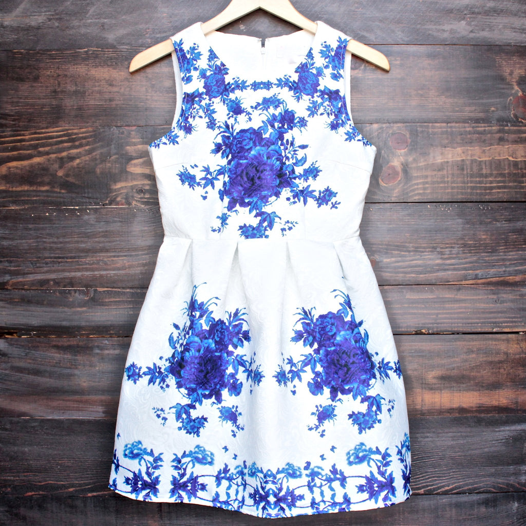 porcelain print embossed sleeveless dress in white and navy - shophearts - 1