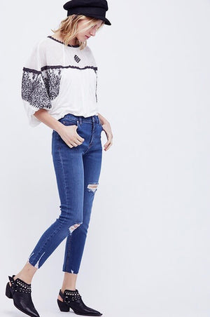 free people - shark bite raw-hem ripped crop skinny jeans - blue sh/blue