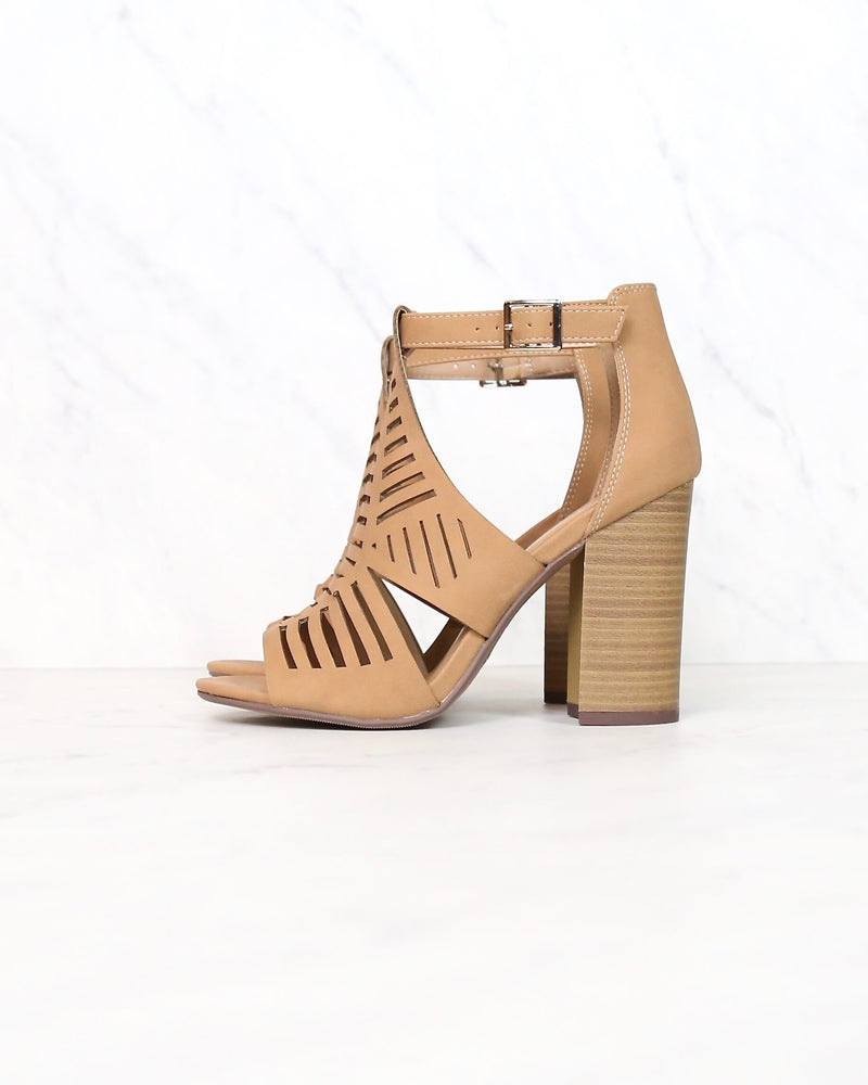 Open Toe Cutout Chunky Block Heeled Sandal in Dark Sand