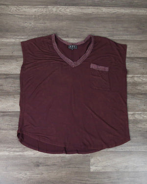 Basic V-Neck Pocket Tank Top in Burgundy