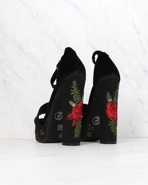 Chinese Laundry - Ariana Platform Heel in Black