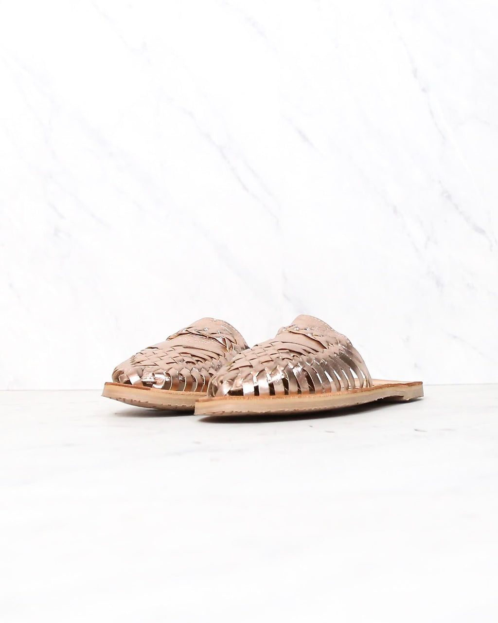 sbicca - baines huarache women's flat sandal - rose gold