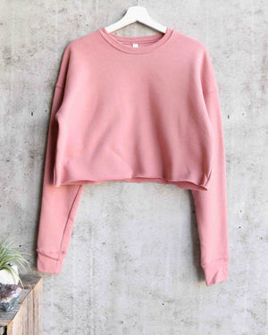 distracted - women's cropped crew fleece sweater - mauve