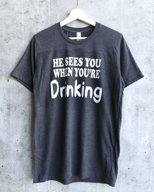 distracted - he sees you when you're drinking christmas unisex graphic tee - dark heather grey