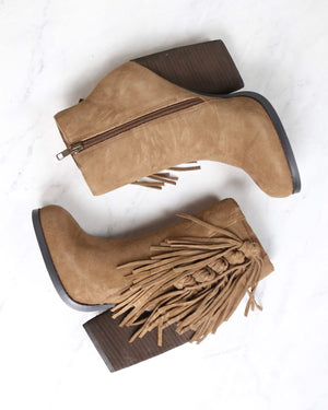 very volatile - dreamcatch light brown suede fringe bootie (women)